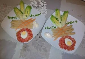 Cogollos con espárragos y tomate de nuestra huerta